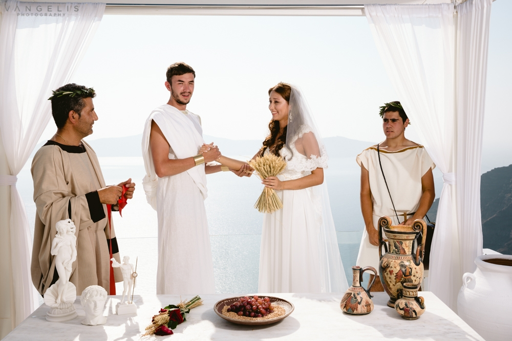 greek weddings A wedding in crete or santorini, the famed greek islands, gives you an idyllic and romantic greek holiday whether you want to take a horseback ride on a volcanic beach or sample wine at a local vineyard, the incredible diversity of the coast ensures a stunning panorama along every turn.